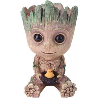 Strážcovia Galaxie - Groot (Sediaci s kuriatkom)